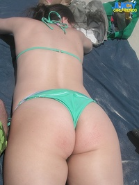 Tit flashing girlfriend at the beach